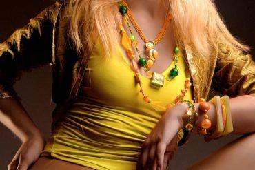 Dettaglio gioiello adriana dias indossata